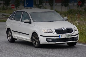 "Skoda Rapid Spaceback катается со значком ""Фабии"""